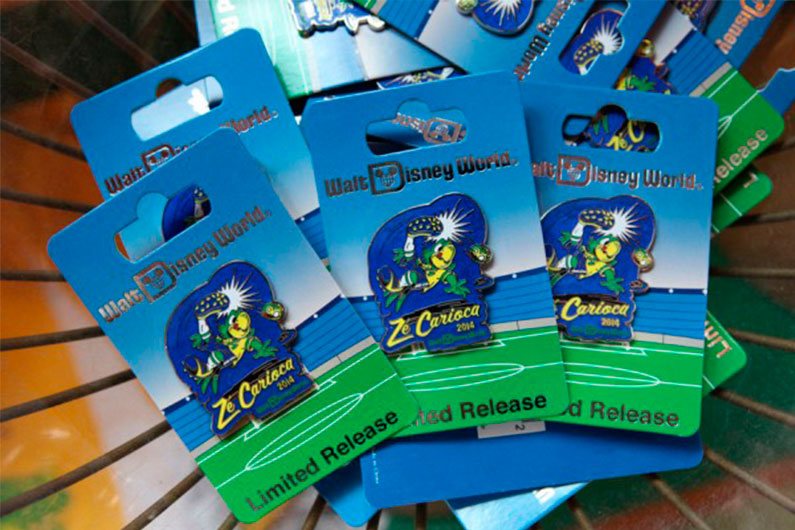 Pins exclusivos do Zé Carioca em homenagem à Copa no Brasil. Esse é um que eu adoraria ter para a minha coleção ?.