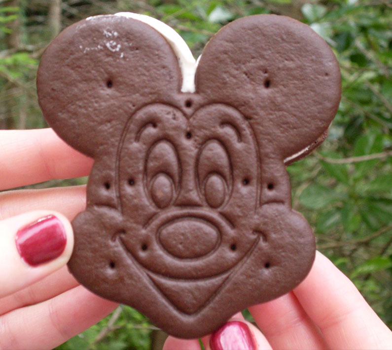 mickey-cookie-sandwich-delicia-disney-snack