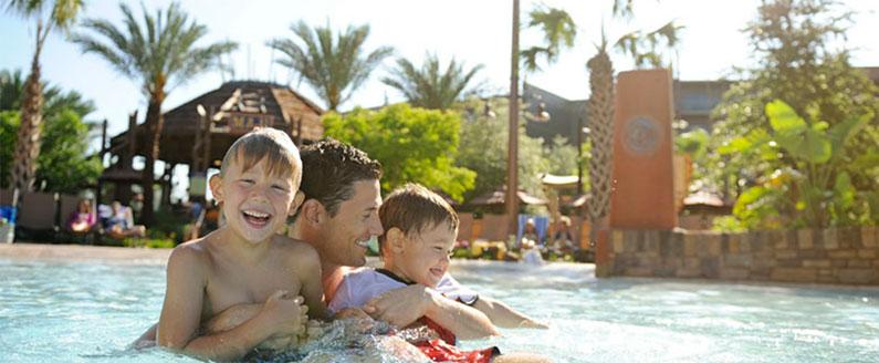 diversão-na-piscina-com-crianças-na-disney